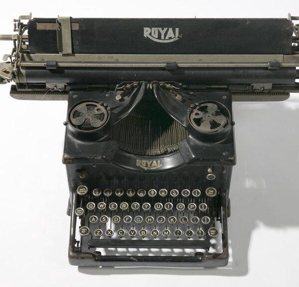 photo of old typewriter